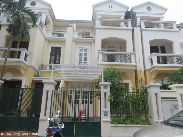 Modern 4 bedroom villa with garden for rent in C2 Ciputra, Bac Tu Liem dist, Hanoi (Ref: R1008)