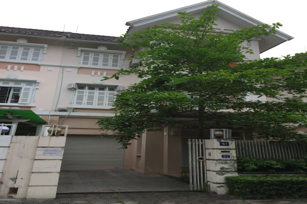 Renting ciputra unfurnished house with 5 bedrooms at 1500 USD (Ref: R610)
